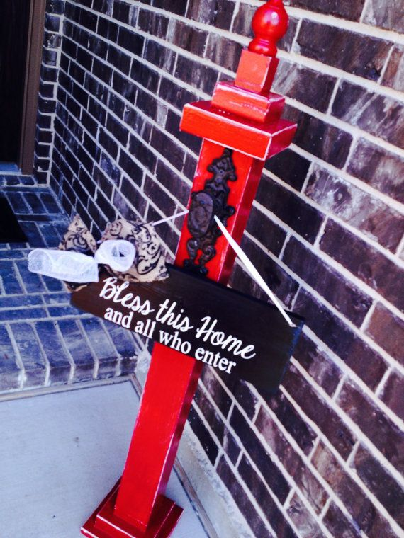 Love this red wreath holder. The distressed old door nob contrasts so nicely against the red and layered wood for the top and bottom of the post really set it off nicely - perfect for our front porch ;-)