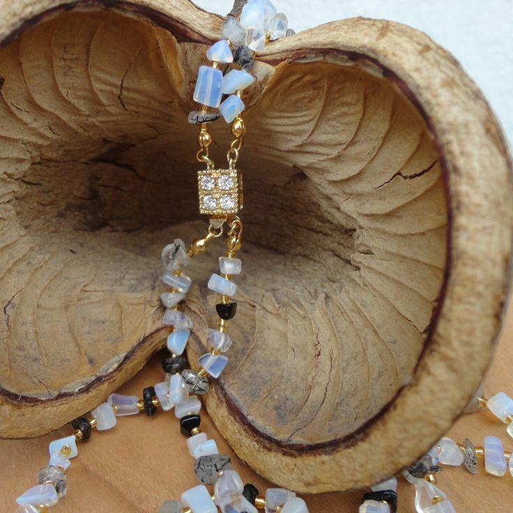 """Halskette """"Meerestraum""""  #thai-arts #thaischmuck #schmuck #strandschmuck #urlaubsschmuck #naturschmuck #thailand #halskette #armband #schmuckset #armbänder #halsketten #ketten #kette #reiseschmuck #souvenir #souvenirs #strandsouvenir #urlaubssouvenier #asiaschmuck #strand #urlaub #reise #perlen #steine #muscheln #handarbeit #madeinthailand #onlineshop #shop"""