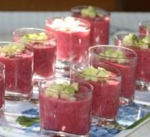 Recette - Gaspacho de betteraves rouges, amandes et yaourt de chèvre - Proposée par 750 grammes