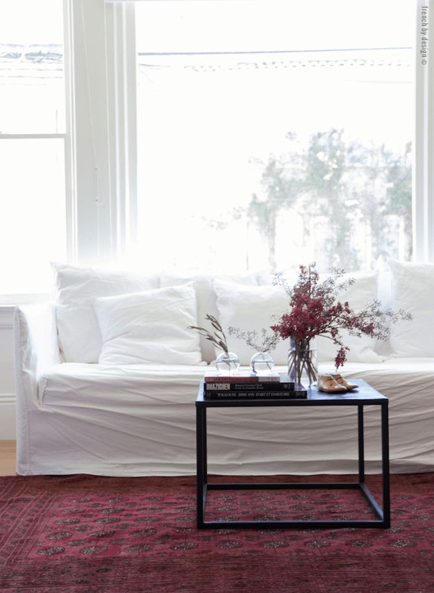 white living room with burgundy rug, wine red, berry red, burgundy, dark cherry red, beet red, maroon, mulberry, garnet, ruby red, pantone tawny port