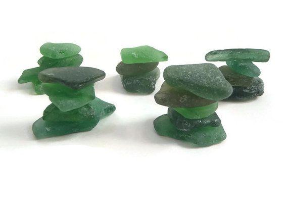 vetri di mare verde materiale per creare gioielli mosaici mar ligure mediterraneo vetro marino smeraldo spiaggia sabbia onde lasoffittadiste