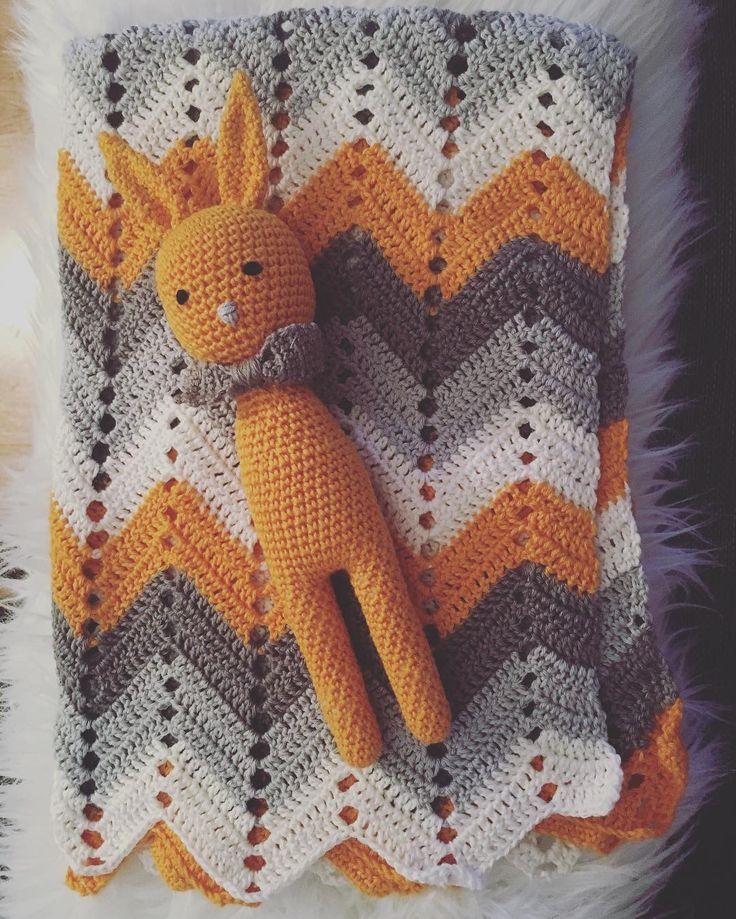 En liten kanin till babyfilten. #babyfilt #virkadkanin #babyblanket #virka #crochet #crochetblanket by edaavictoria