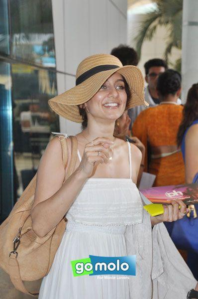 Anusha Dandekar snapped at Mumbai Domestic Airport
