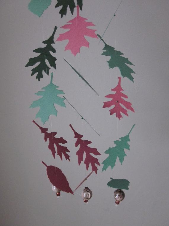 Paper leaves garlands --- Papieren bladeren slingers in donkerrood en groen 3 stuks, lengte 1.2 meter per stuk---Verjaardagsdecor of bruiloftsdecor