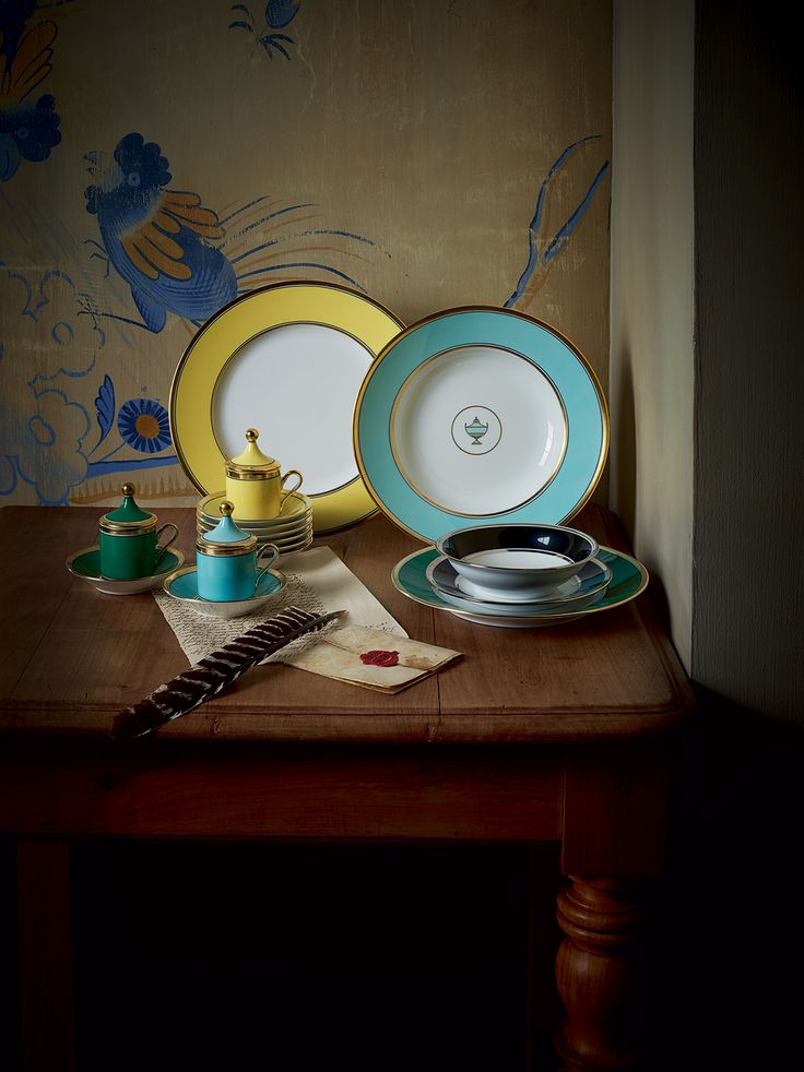 CHARD GINORI – CONTESSA This range of porcelain tableware combines peerless Italian craftsmanship and striking design hand decorated with beautiful designs in a range of striking colours.  #ItalianDesigns #LuxuryDesignerDiningRooms