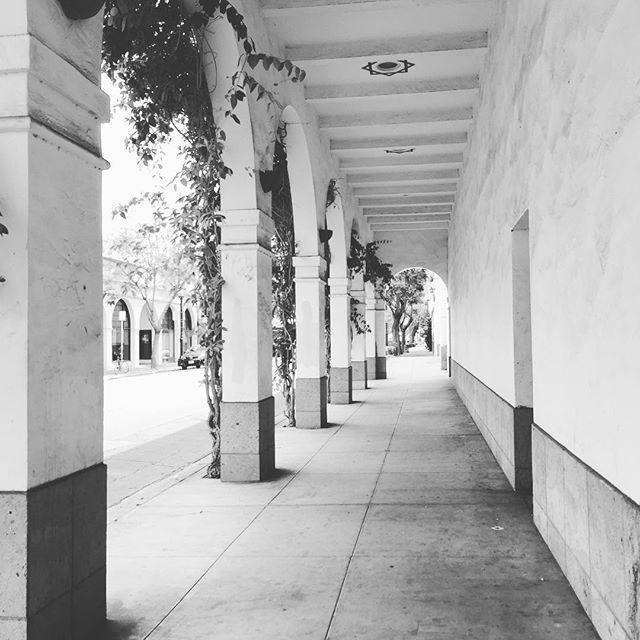 Santa Barbara's Street #santabarbara #street #inspo #arches #style #architecture #city #streetstyle #inspiration #lifestyle #design #county #california #spanishstyle #inlove #cutest #town #ever #roadtrippin #travel #discover #newplaces #americanstyle #californiaadventure #wanderlust  #Regram via @alizeesmt