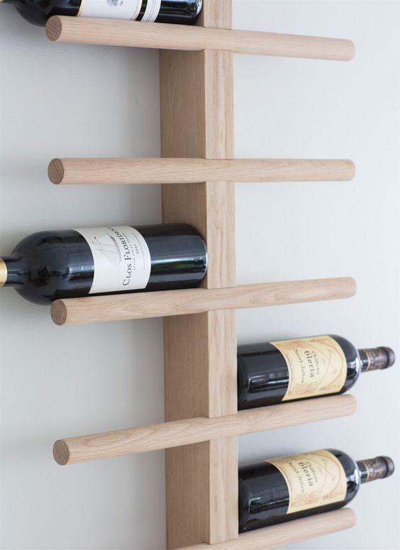 """Dit wijnrek """"Woodstock"""" van eiken hout is een echt stukje design aan je muur. Het houten wijnrek is echte eyecatcher, heel stijlvol, puur en tijdloos."""