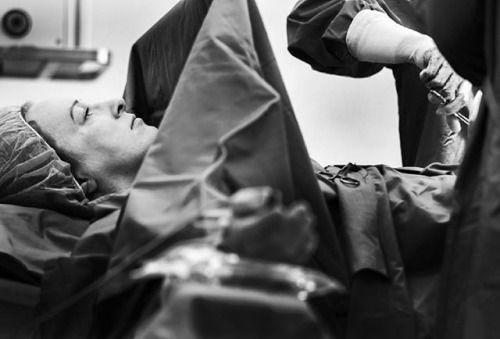 Nikon 100th Anniversary: 100 anni di storie Il fotografo Igor Stančík ha catturato il momento in cui una donna di nome Tina è diventata madre per la seconda volta. Tina aveva appena partorito una bambina Livia quando realizzò che dopo nove mesi di attesa l'esperienza della gravidanza era giunta al termine. Non le importava dei medici che le applicavano i punti la sua mente traboccava del sollievo e della felicità che solo le madri possono provare. La vita della piccola Livia aveva appena…