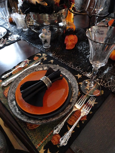 halloween tablescape no2 halloween table settingshalloween - Halloween Place Settings