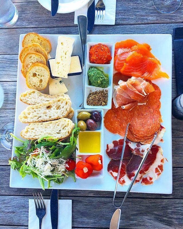 Wine tasting platter 와인 테이스팅 플레터  .  #family #wine #winery #와인 #먹스타그램 #맛집 #food #foodie #foodporn #balance #healthy #salad #fresh #cheese #entree #daily #일상 #데일리 #가족