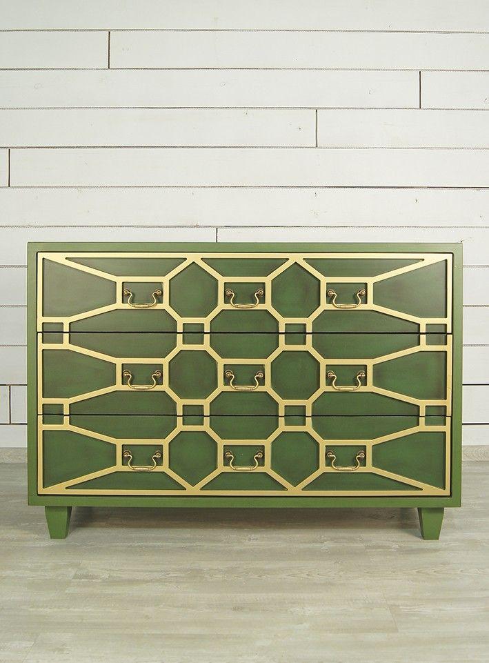 """Приятный природный оттенок молодой зелени с оригинальными золотыми ячейками и такой же золотой фурнитурой привнесет яркий акцент в любое жилое пространство. Правильные геометрические формы, классическое исполнение в сочетании с креативным дизайном смотрятся благородно и изысканно. Помимо всего прочего, комод """"Emerald"""" очень практичен: поместив его в гостиной, спальне или прихожей, вы сможете хранить множество нужных вещей в его просторных выдвижных ящиках.             Материал: Дерево…"""