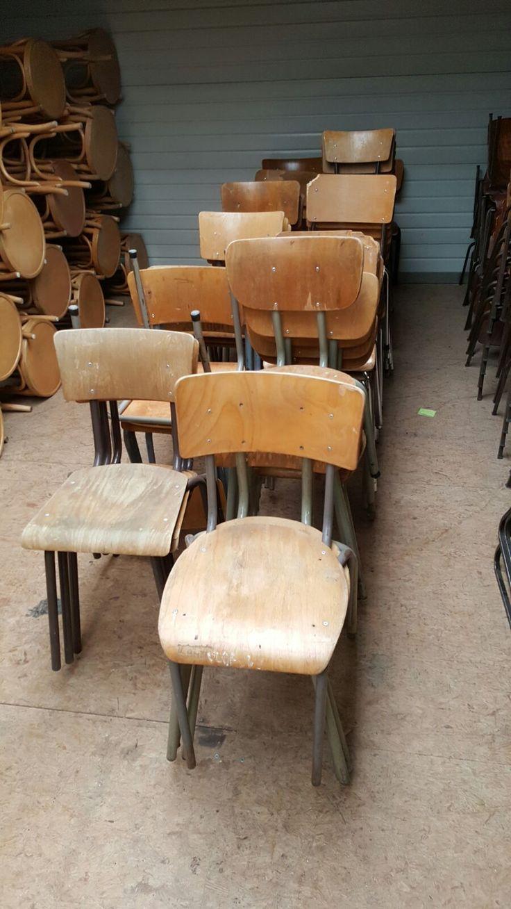 MIX & MATCH tweedehands Schoolstoelen  De trend van nu! Mix & Match tweedehands schoolstoelen Bij ons al VANAF €9,50 (per schoolstoel) Kom langs en maak u eigen mix van leuke vintage schoolstoelen!!