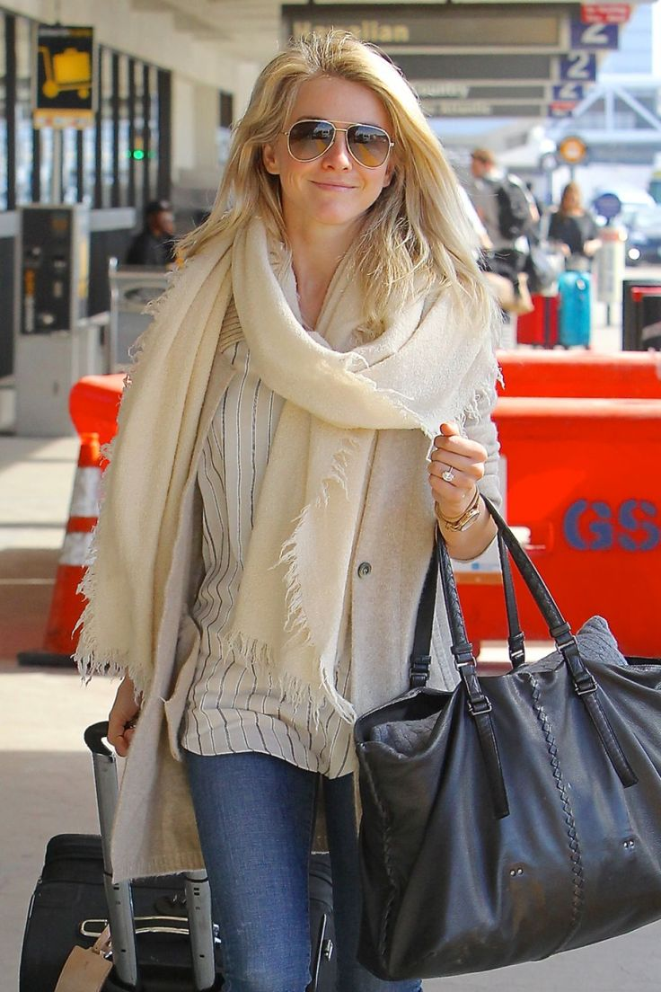 Julianne Hough  #JulianneHough Gets Dropped Off by Her Mom Mari Anne Hough at LAX 15/03/2017 Celebstills J Julianne Hough