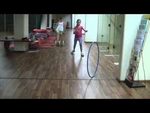 Hoepels gebruiken met kleuters / Using Hula Hoops for Unlimited Games - Kids Games to Spin the Hoop and Walk through it