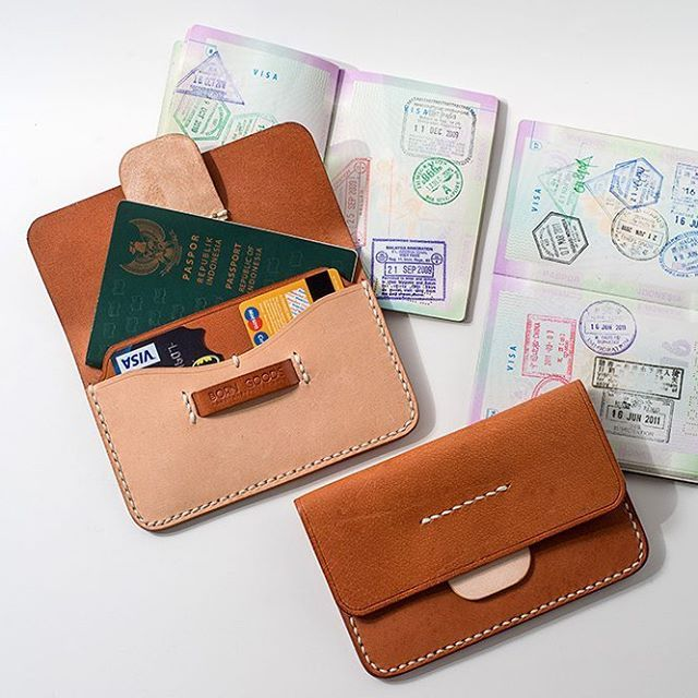 carry your travel essentials:  passport, boarding pass, some cards . #borngoods #leathergoods #leatherstuff #leathercrafts #leatherwallet #leatheressentials #leathercraftmenship #leatherporn #vegtan #vegtanleather #vegtanned #naturaltan #naturaltanned #handmade #handsewn #madebyhand #passportholder #passportwallet #madeinindonesia #localproduct #dailylife #dailygoods #lifestyle #dailyused #dailyessentials