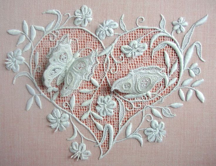 This gorgeous piece of whitework is the work of Sylvie Lezziero. The satin stitches, the extremely find drawn thread background and the three dimensional butterflies.  Image courtesy of http://lsbroderie.canalblog.com/archives/2015/12/12/33057951.html
