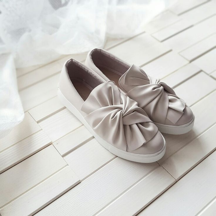 Bow shoes  www.dressingandtoppings.com