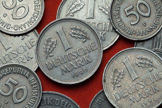 Habt ihr auch noch D-Mark zu Hause? Münzen mit diesem Zeichen sind bis zu 7000 Euro wert
