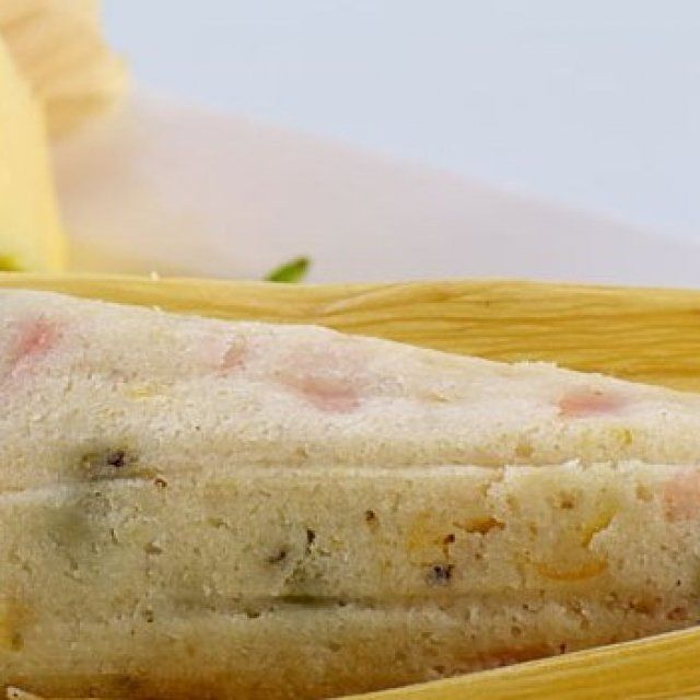 Tamales de Chile Poblano, Queso y Elote