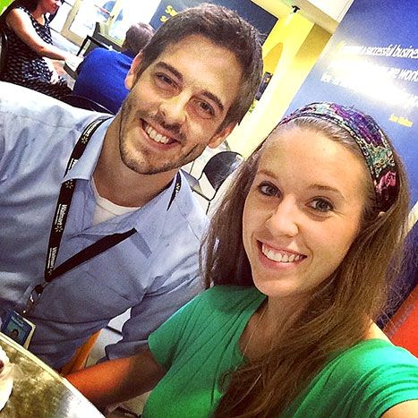 Lovers at lunch! 19 Kids and Counting star Jill Duggar helped break up the monotony of her husband Derick Dillard's workday, by joining him for a casual lunch on Wednesday. See the cute pic!