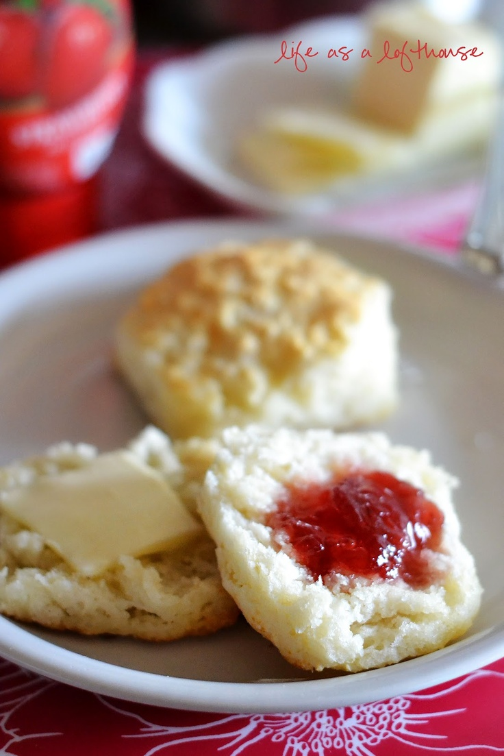 7UP biscuits. 2 cups Bisquick, 1/2 cup sour cream, 1/2 cup 7-Up soda (room temperature)  1/4 cup melted butter