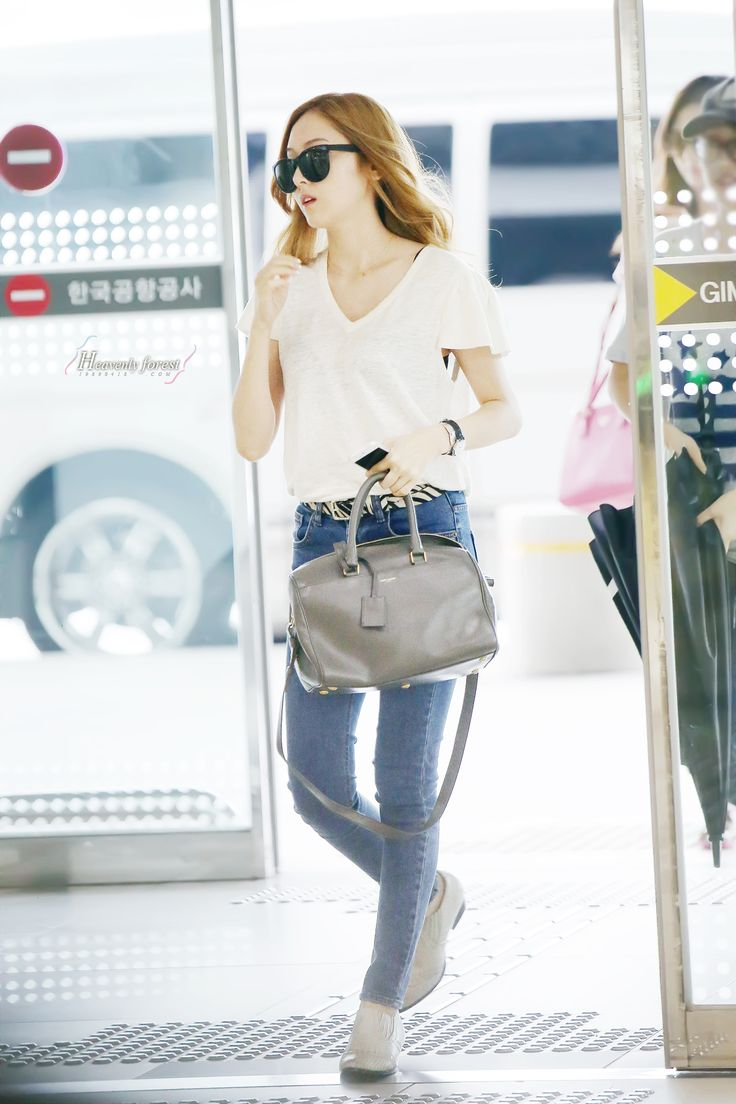 http://okpopgirls.rebzombie.com/wp-content/uploads/2013/07/SNSD-Jessica-airport-fashion-July-11-6.jpg