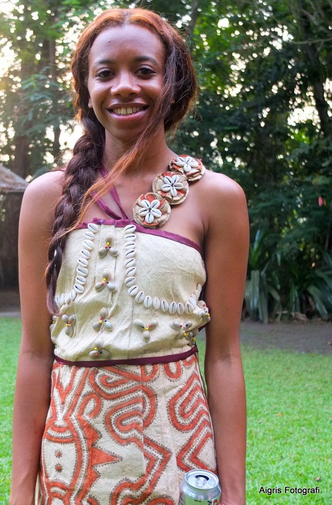 This modern dress by PNG dress designer 'Elsie' is made from 'tapa' cloth with a shell-encrusted strap & cowries sewn on the bodice. The prints on the skirt are traditional designs from the Oro Province. #PapuaNewGuinea #fashion