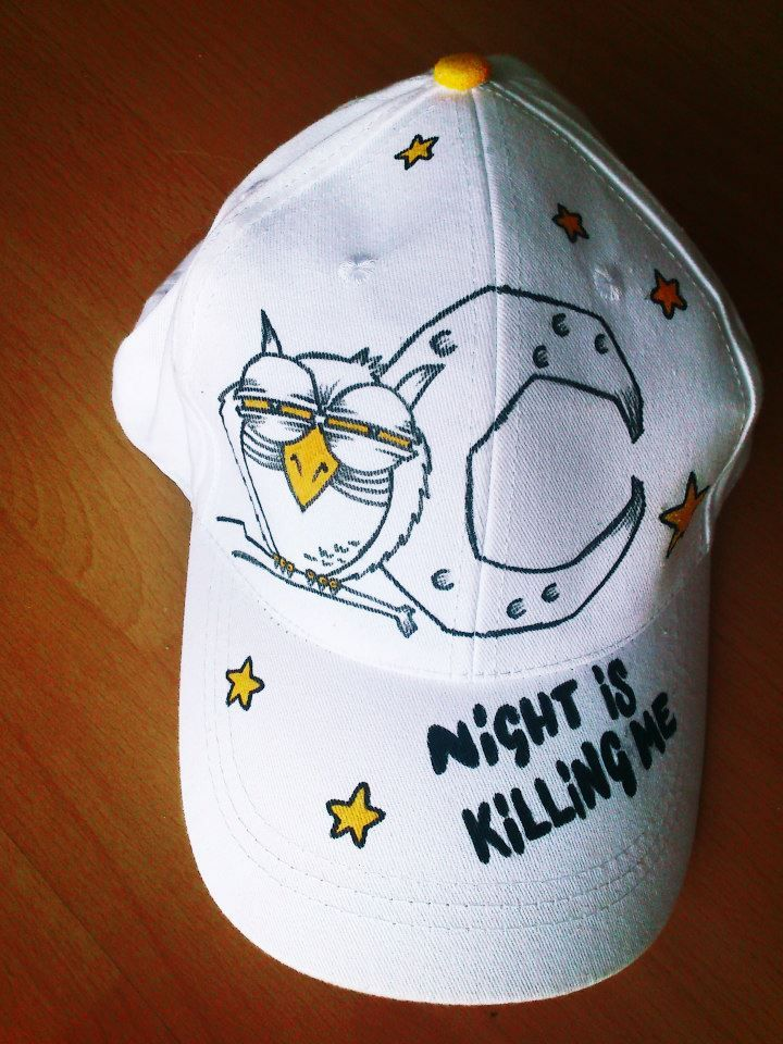 "Gorra ""Night is killing me"". Pintada a mano con rotuladores textiles."