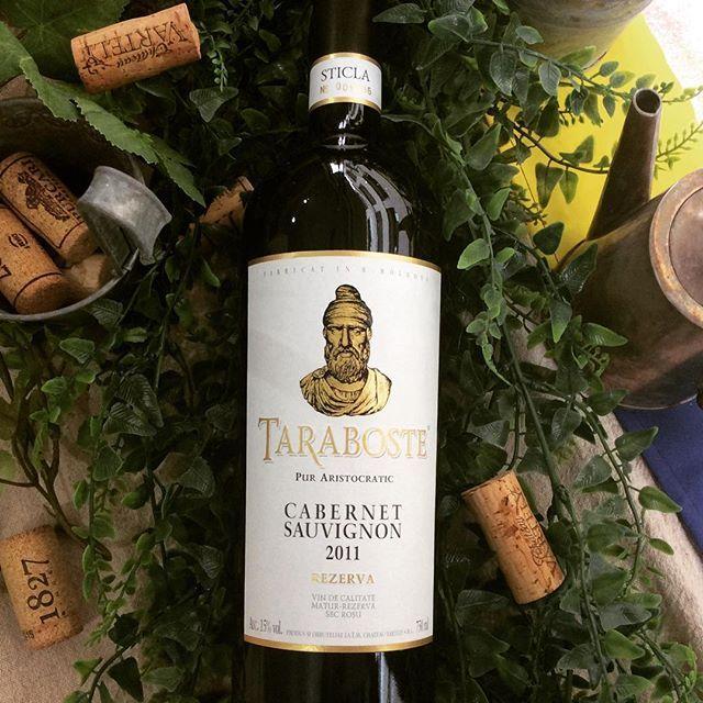 . VARTELY TARABOSTEコレクション カベルネソーヴィニョン2011 . 欧米のワイン専門家から称讃されている高級ワインです。 極めて風味がつよい、よく熟成したブドウから造られています。 フレンチオークまたはアメリカンオークの新樽で24ヶ月熟成され、柔らかく甘いオークのニュアンスが感じられます。 このワインは、瓶内で更に素晴らしく熟成していくポテンシャルを持っています。 . #モルドバワインショップ #モルドバ #モルドバ料理 #モルドバ共和国 #モルドバワイン #赤ワイン #赤ワイン好き #広尾 #南麻布 #すき焼き #肉 #ワイン好き #ワイン女子 #ワイン会 #ワイン男子 #オーガニックワイン #オーガニック #無農薬 #マリアージュ #高級ワイン #ディナー #ランチ #記念日 #夏 #火曜日 #海 #乾杯 #ワイン愛好家 #高評価 #moldova