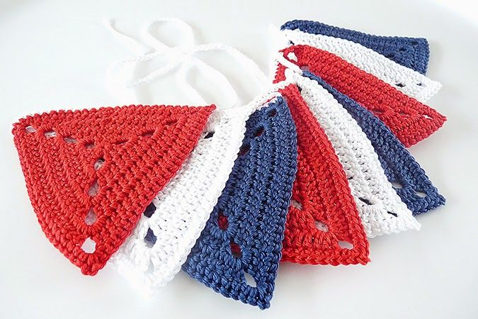Crochet bunting 4th of July | red white and blue | solid granny triangle | vlaggenlijn | rood wit blauw (Studio 92 designs)