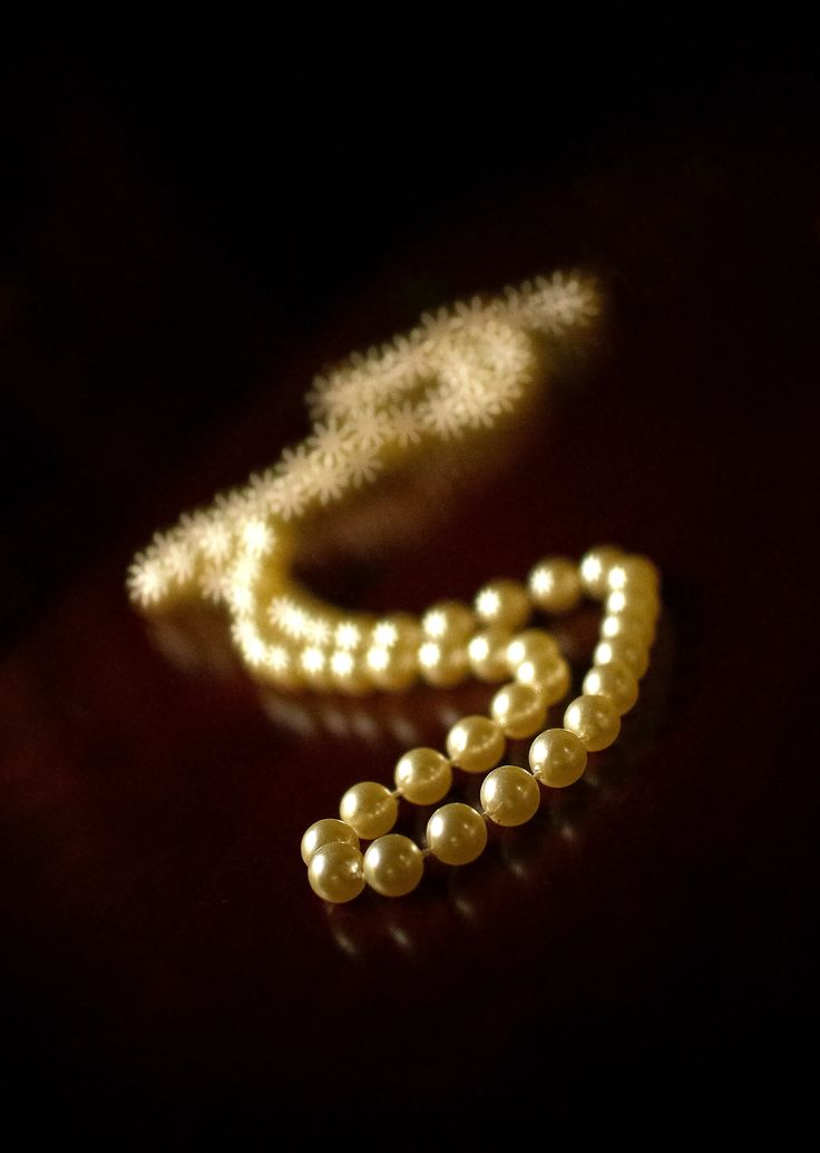 Bokeh Pearl Necklace
