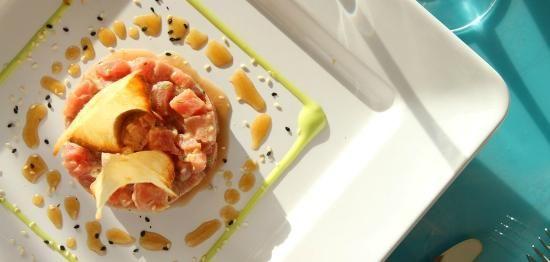 El Tartar de atún con vinagreta oriental, mayonesa de wasabi y chips de yuca, es una de las entradas que puedes probar en Marea By Rausch. #Restaurantes, #Gastronomía, #mar  http://www.mareabyrausch.com/?page_id=52