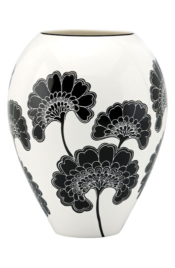 black and white vase perfect for bright flowers!