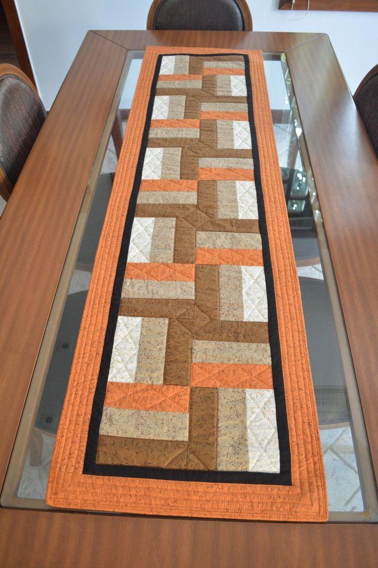 Centro de Mesa retangular medindo 1,60m x 45cm. Tecidos frente e forro 100% algodão, manta acr[ilica. Fazemos sob encomenda em cores, tamanhos e padronagens variadas. Consulte-nos!