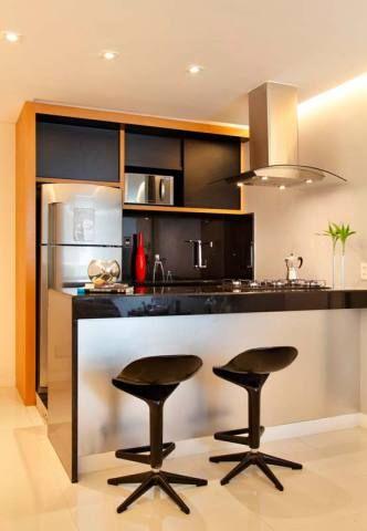 Cozinha americana de um apartamento em Copacabana, Rio de Janeiro, projetado por Aline Sampaio Passos.