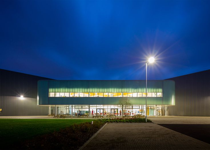 Nicholas Grimshaw has completed a factory in the English town of Melksham for American furniture brand Herman Miller, 40 years after designing the company's first UK production facility