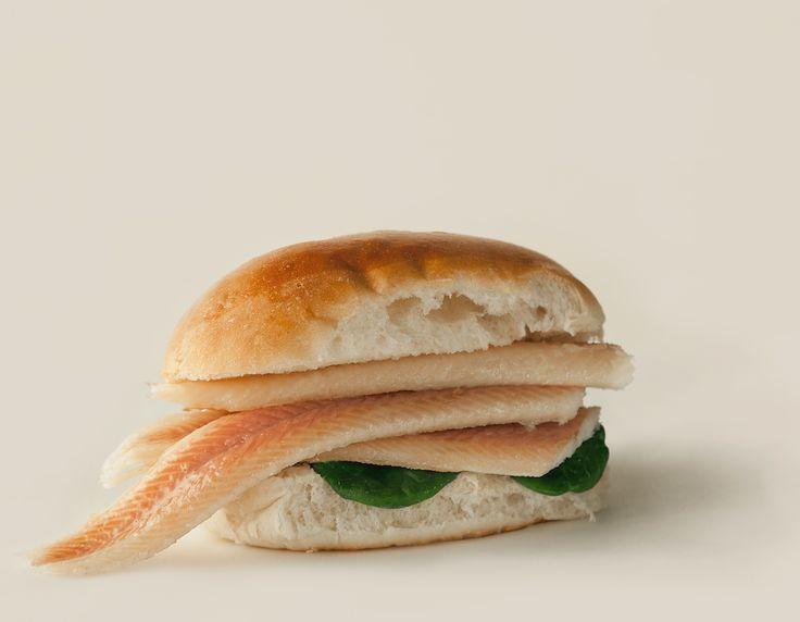 Paling is heerlijk en kan verantwoord worden gegeten. Paling is een oer-Hollandse delicatesse met een unieke, niet te vergelijken smaak. Door het ambachtelijke proces waarmee paling wordt gerookt is de smaak verfijnd en karakteristiek. Paling is een heerlijke vis die door de duurzame kweekmethode zonder meer verantwoord kan worden gegeten. Hele paling gerookt van de markt, op een broodje bij de viskraam of als filet op een toastje; jong of oud, iedereen geniet ervan!