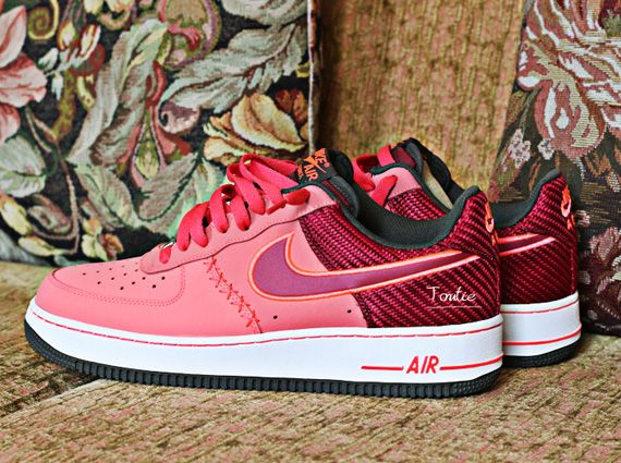 Another exclusive look at a Nike Air Force 1 Low arrives today, and if you're a sucker for bright colors and/or unique details, this one won't disappoint. The colorway itself is a vibrant mix of a peachy-pink and a dark … Continue reading →