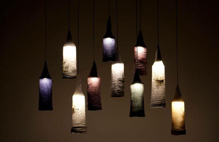 Suggestivi #lampadari realizzati con vecchi calzini, trattati con una resina ecologica, e led. Creati da #Jay_Watson_design.