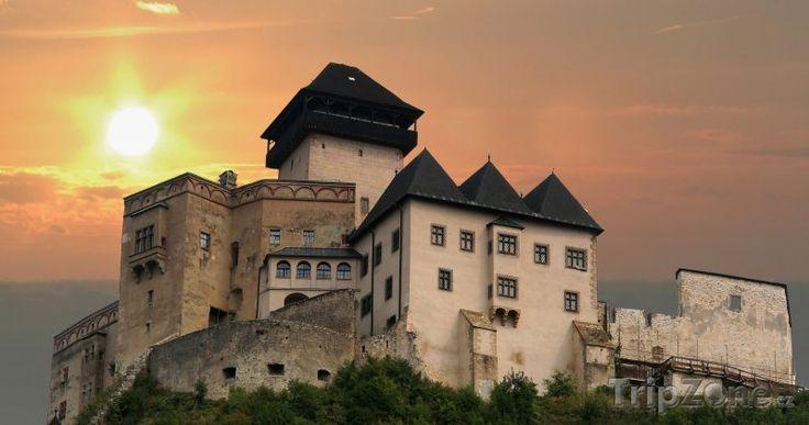 """Trenčínský hrad je velký starý hrad, který se tyčí přímo nad slovenským městem Trenčín,vznikl pravděpodobně na místě hradiště. První prokazatelnou stavbou na návrší byla kamenná obytná věž a rotunda z 11. století, kdy hrad sloužil na ochranu Uherského království a západního pohraničí. Koncem 13. století se dostal do majetku rytíře Matúše Čaka Trenčianského, významného oligarchu, který ovládal velké území a stal se legendárním """"pánem Váhu a Tater""""."""