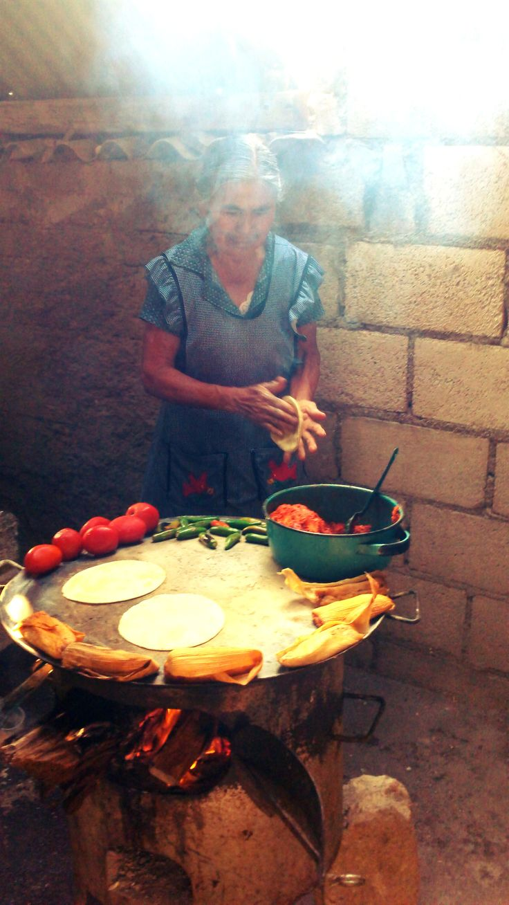 How it's done. Tortillas, tomatoes, chilies, and plantains - looks wonderful! Just like my greatgrandma :)