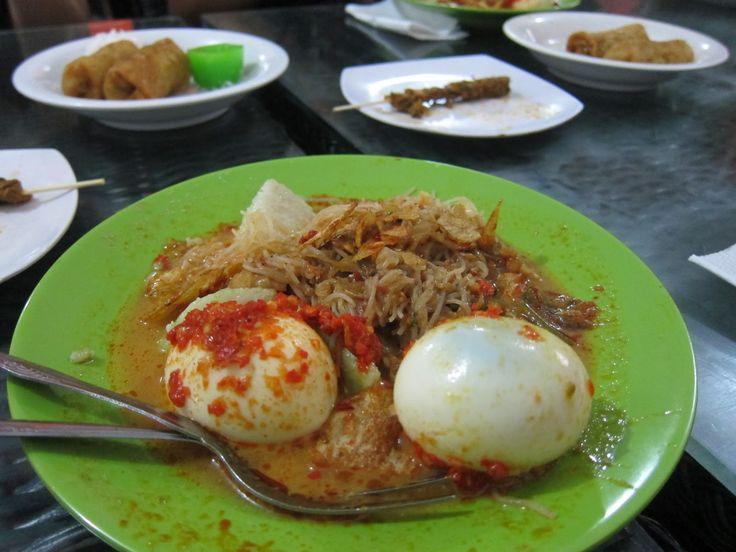 Lontong sayur + sate kerang Kak Lin, Medan