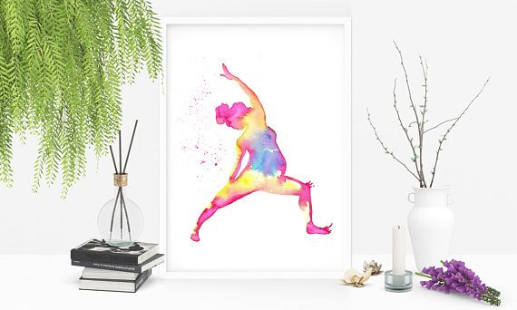 Prenatal yoga asana. watercolor zen art. Pārśva Vīrabhadrāsana Reverse Warrior pose. Yoga prenatale. Asana del guerriero.