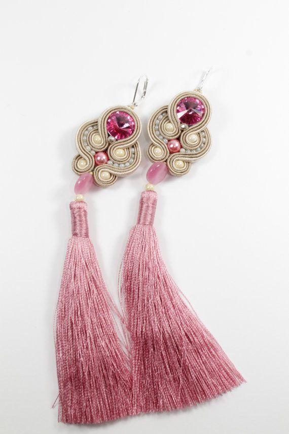 Boucles d'oreilles de soutache rose avec le gland. par SoftAmethyst