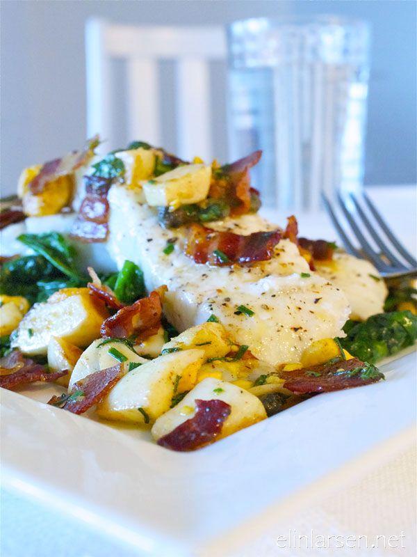 Torskefilet med sprøstekt pancetta, egg og urter psd