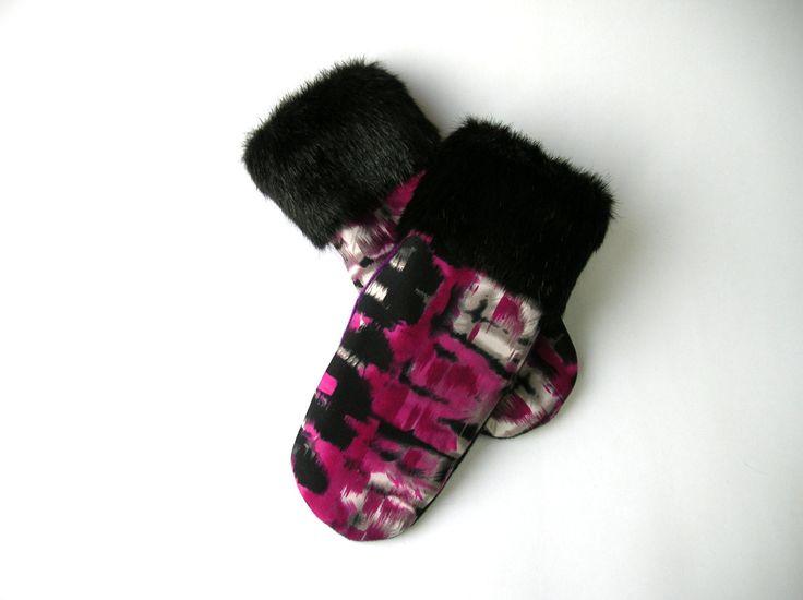 Mitaine en laine recyclée, mitaine chic, mitaine unique, mitaine d'hiver, mitaine fait main, mitaine rose et noir, fait au Québec, mitaines de la boutique CroqueMitaines sur Etsy
