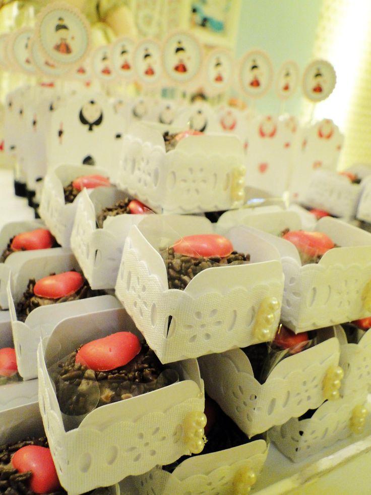 bordado inglês e pérolas nas caixetas de docinhos Decoração | Blog da Michelle Mayrink | Page 7