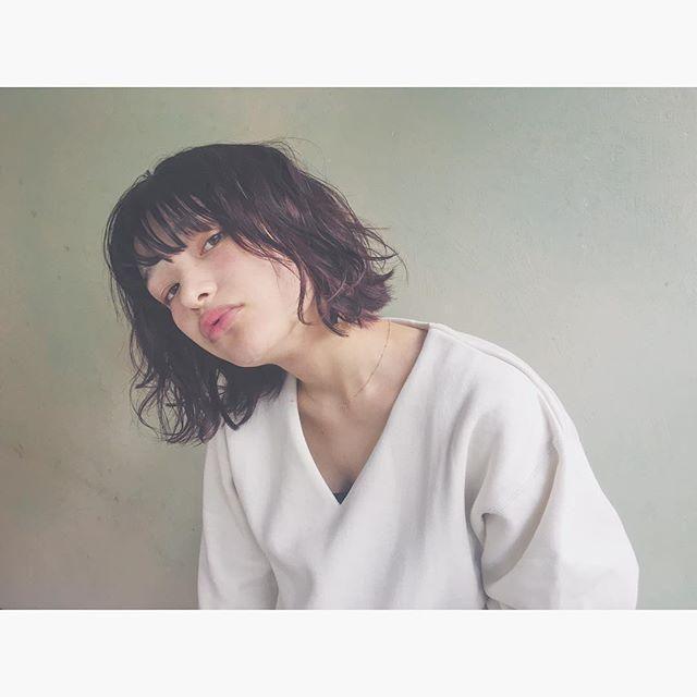 スタイリスト:秋山 絵梨香のヘアスタイル「STYLE No.13913」。スタイリスト:秋山 絵梨香が手がけたヘアスタイル・髪型を掲載しています。