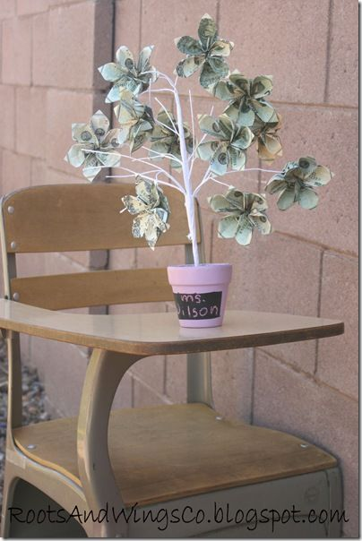 How to make money tree. Great idea for a teen gift or teacher appreciation #gift #money