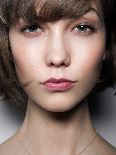 Beste blos - Dit zijn dé make-uptrends van dit najaar #blush #model #beauty #makeup #ELLE